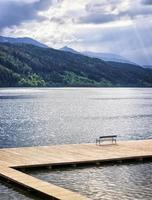 no lago foto