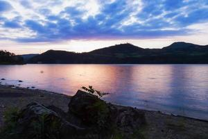 nascer do sol no lago foto