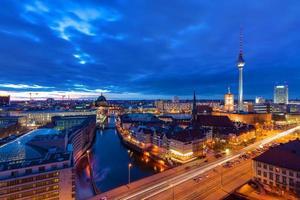 o centro de Berlim após o pôr do sol