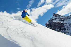 esquiador freerider masculino