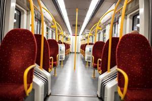 interior do trem do metrô