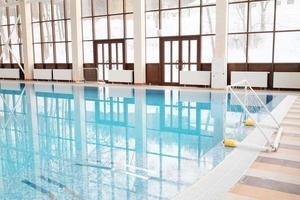 piscina interior foto