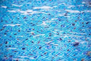 água da piscina. textura aqua foto