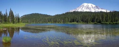 lago de reflexão de manhã foto