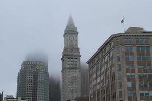 skyline de nevoeiro de boston foto