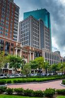 pequeno parque e arranha-céus em boston, massachusetts. foto