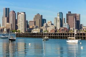 skyline de boston vista do piers park, massachusetts