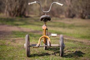 triciclo de crianças do vintage foto