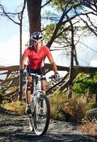 homem de bicicleta foto