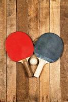 raquete e bola de ping pong