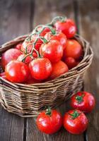 tomates maduros frescos foto