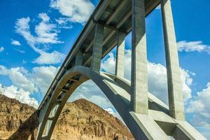 ponte da barragem hoover foto