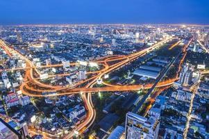 tráfego de via expressa em bangkok foto