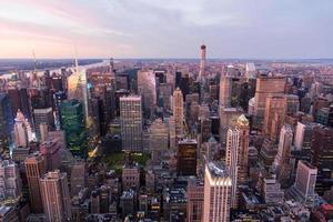 cidade de nova york manhattan ao pôr do sol foto
