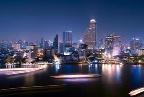 cidade de Banguecoque durante a noite foto