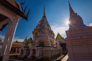 relíquias do Buda chaiya pagoda suratthani, sul da tailândia foto