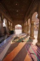 arquitetura antiga de masjid wazir khan foto