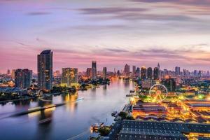 paisagem urbana de Banguecoque. nascer do sol de banguecoque foto