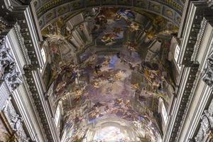 afrescos de andrea pozzo na igreja de sant ignazio, roma, itália foto