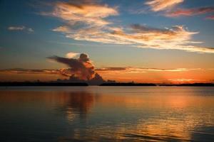 pôr do sol pêssego foto