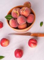 pêssegos frescos foto