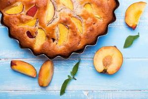 torta com pêssegos foto