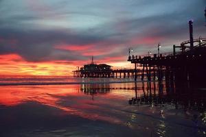 belo pôr do sol de santa monica foto