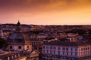pôr do sol colorido de roma