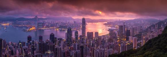 vista aérea do panorama do horizonte de hong kong do pico de victoria foto