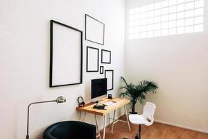 espaço de trabalho criativo moderno.