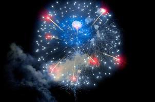 fogos de artifício do quarto de julho sobre o porto de san diego foto