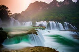 bangioc - cachoeira detian em caobang, vietnã foto