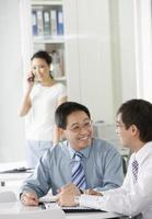 empresários trabalhando juntos foto