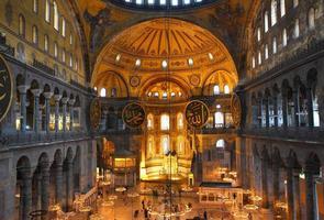 interior do museu hagia sofia em istambul