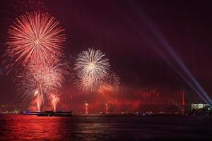 ponte do bósforo na celebração do 29 de outubro - istambul