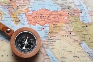 destino de viagem turquia, mapa com bússola foto