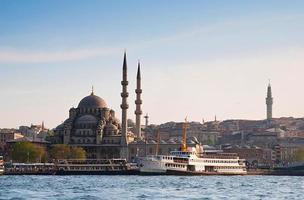 nova mesquita de Istambul e navios, turquia