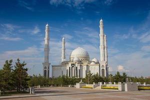 Mesquita yeni cami em astsana, cazaquistão foto