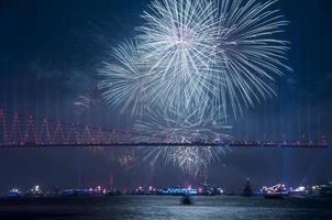 celebração com fogos de artifício. Istambul, Turquia foto