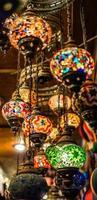 lanternas turcas penduradas