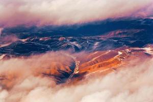 vista da aeronave para as montanhas do Himalaia