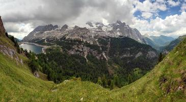 marmolada e lago fedaia, itália foto