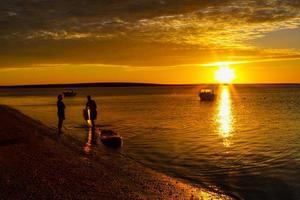 pôr do sol praia colorida foto