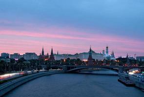o kremlin de Moscou ao pôr do sol foto