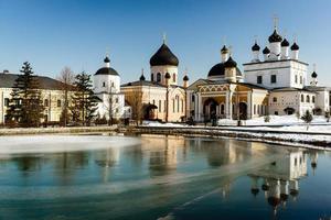 """mosteiro """"davidov de desertos ascensão"""" fica a oitenta e cinco quilômetros de Moscou foto"""