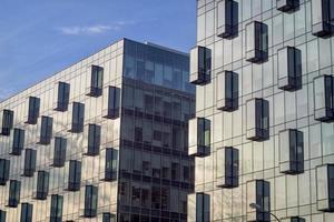 fachadas de vidro de edifícios de escritórios