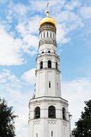ivan a grande torre sineira em moscou kremlin foto