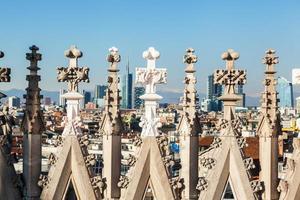 pináculos da catedral de Milão foto