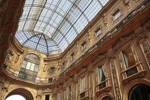 galeria vittorio emanuele ii, galeria comercial, milão, itália foto