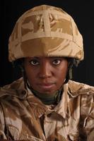 retrato de soldado feminino